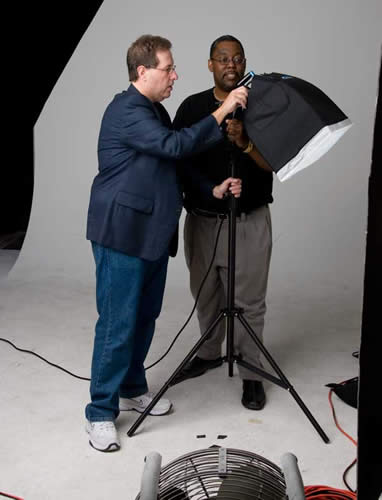 Scott Kelby showing Terry White the Spiderlite